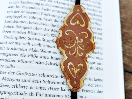 Lesezeichen mit Stickerei florales Ornament und Gummiband
