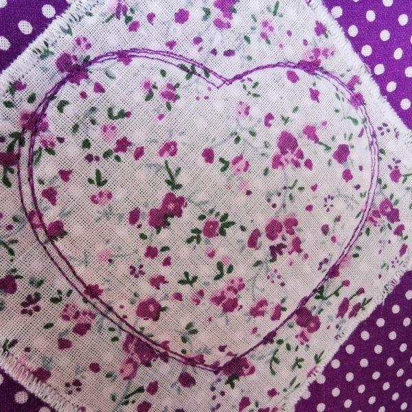 Mugrugs im 2er Set lila-weiß mit Herz