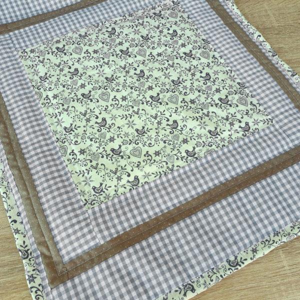 Tischdeckchen Mitteldecke Table Topper Patchworkdeckchen für Weihnachten mit Vögel im skandinavischen Design, Weihnachtsmotiv