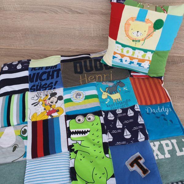 Memorydecke aus Babykleidung als Patchworkdecke nähen lassen