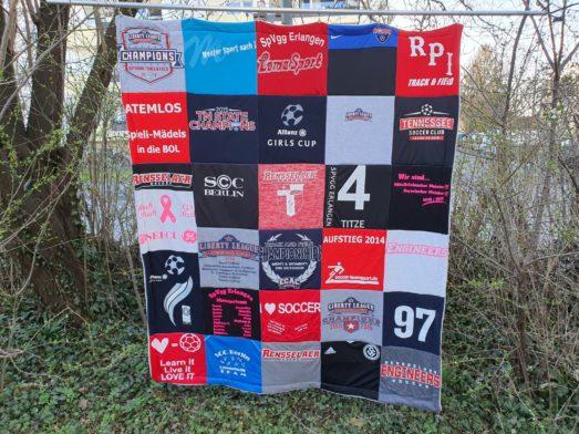 T-Shirtdecke aus Sport Shirts, Fussbald Trikots