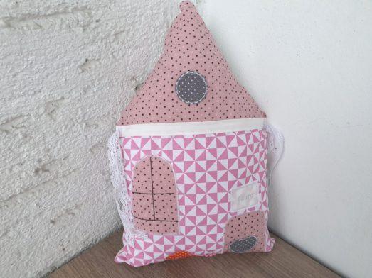 Nestchen Kissen für Bettumrandung in Form eines Haus