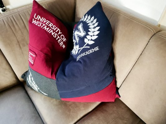 Erinnerungskissen aus T-Shirts, Pullover oder Hemden. Genäht aus Kleidung mit passendem Füllkissen als liebe Erinnerung an Verstorbene oder an eine schöne Zeit